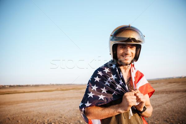 Stock fotó: Férfi · visel · amerikai · zászló · arany · néz · kamera