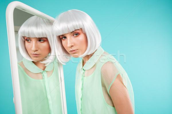 şık genç kadın peruk portre mutlu Stok fotoğraf © deandrobot