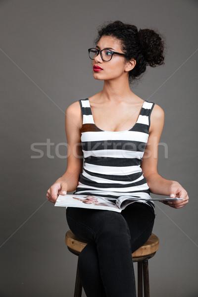 女性 座って 椅子 雑誌 ストックフォト © deandrobot