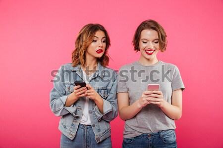 красивой возбужденный дамы друзей телефонов Сток-фото © deandrobot