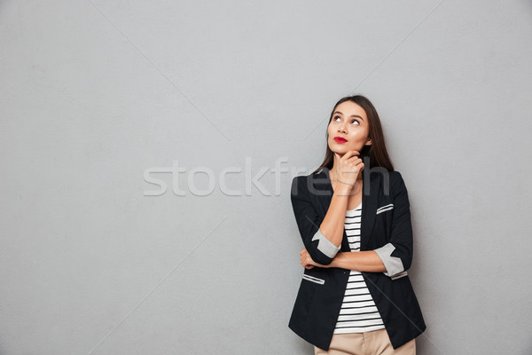 Peinzend glimlachend asian zakenvrouw kin Stockfoto © deandrobot