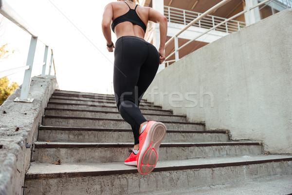 Foto fuerte jóvenes deportes mujer ejecutando Foto stock © deandrobot