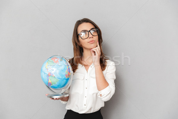 Retrato pensativo jovem mulher de negócios terra Foto stock © deandrobot