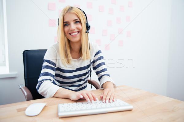 幸せ 女性 演算子 ヘッド オフィス ストックフォト © deandrobot