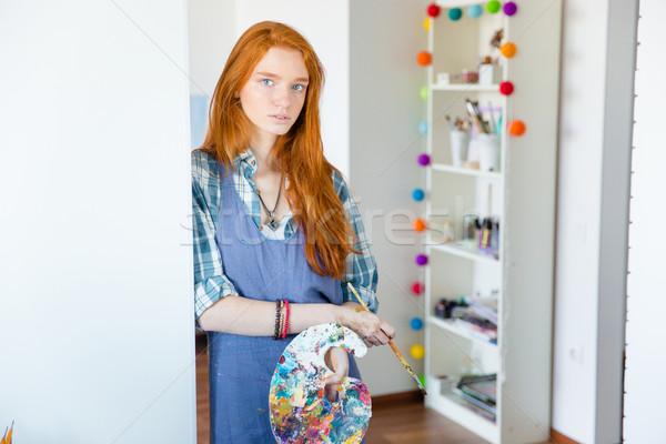 Gyönyörű nő festő művészet paletta ecset műhely Stock fotó © deandrobot