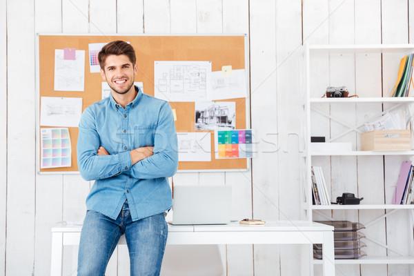 幸せ ビジネスマン 座って 手 折られた ストックフォト © deandrobot