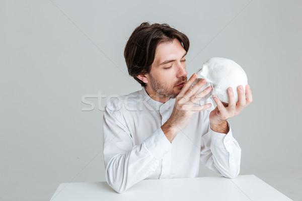 小さな ブルネット 男 キス 偽 頭蓋骨 ストックフォト © deandrobot