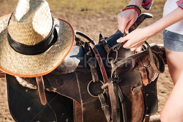 Sella preparato equitazione primo piano donna Foto d'archivio © deandrobot