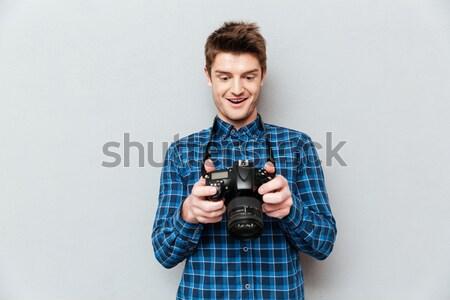 śpiewu młody człowiek gry gitara Fotografia shirt Zdjęcia stock © deandrobot