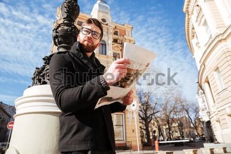 вид сбоку бородатый человека пальто чтение газета Сток-фото © deandrobot