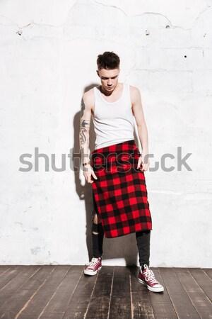 Teljes alakos kép hipszter póló néz kamera Stock fotó © deandrobot