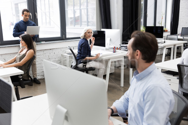 Gruppo uomini d'affari parlando altro lavoro Foto d'archivio © deandrobot