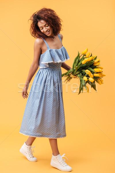 Pionowy obraz zadowolony Afryki kobieta Zdjęcia stock © deandrobot
