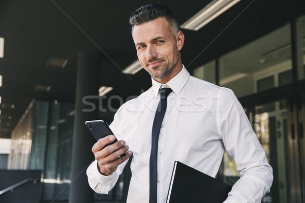Portré mosolyog fiatal üzletember hivatalos ruházat Stock fotó © deandrobot