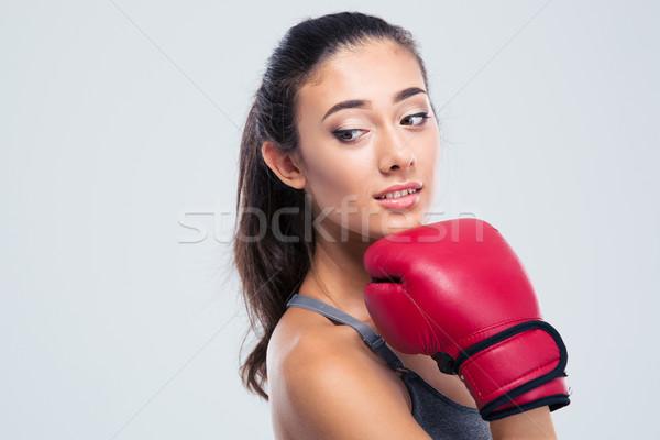 Portret cute fitness vrouw bokshandschoenen permanente geïsoleerd Stockfoto © deandrobot