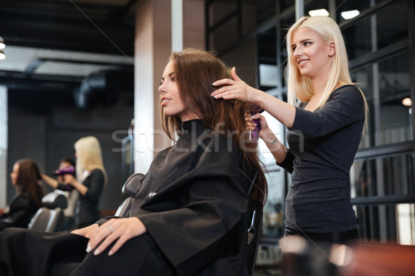 Vrouw kapper fan hot salon Stockfoto © deandrobot