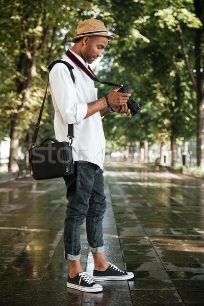 Moda siyah adam park kamera şapka adam Stok fotoğraf © deandrobot