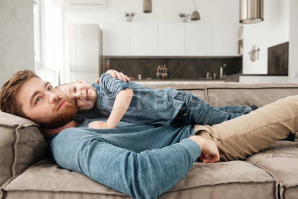 Felice barbuto padre bugie divano cute Foto d'archivio © deandrobot