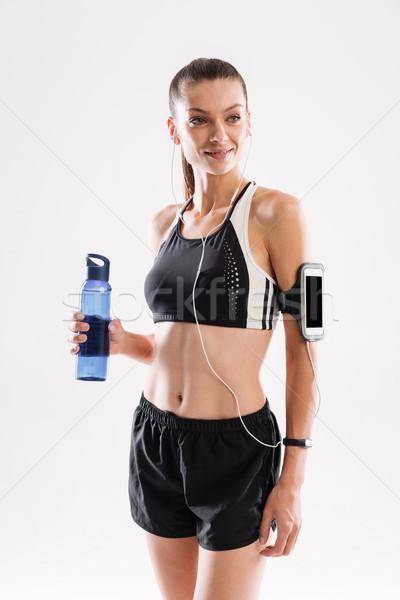 Portret glimlachend aantrekkelijk fitness vrouw permanente Stockfoto © deandrobot