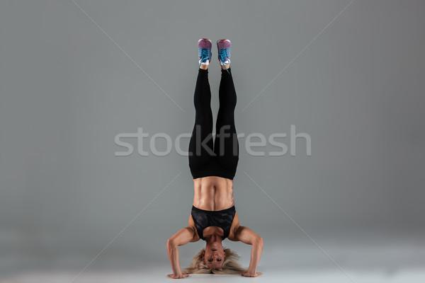 Retrato muscular em pé de cabeça para baixo Foto stock © deandrobot