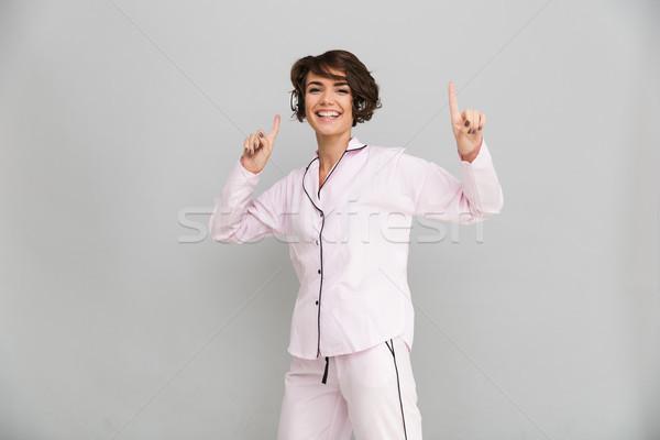 Portret gelukkig vrolijk meisje pyjama luisteren naar muziek Stockfoto © deandrobot