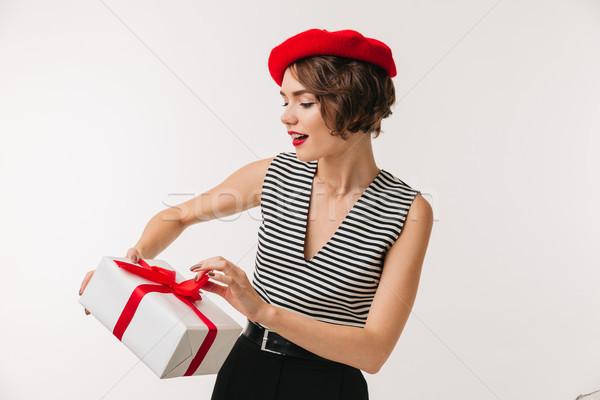 Retrato mulher bonita vermelho boina Foto stock © deandrobot