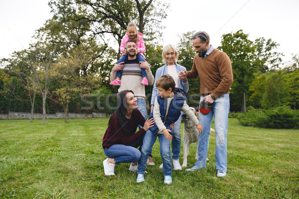 Feliz grande familia labrador retriever perro Foto stock © deandrobot