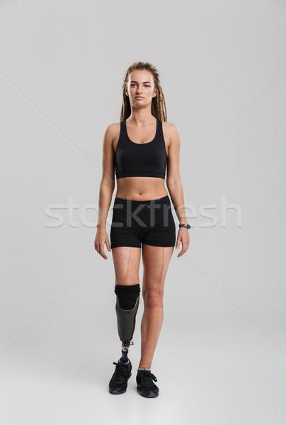 Portret zdrowych młodych niepełnosprawnych sportsmenka stałego Zdjęcia stock © deandrobot
