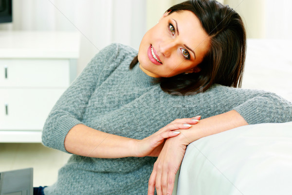 счастливым улыбающаяся женщина глядя камеры модель Сток-фото © deandrobot