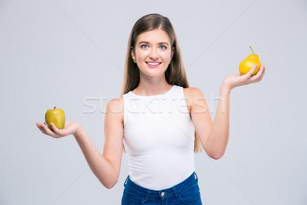 Weiblichen Teenager halten Apfel Birne Porträt Stock foto © deandrobot