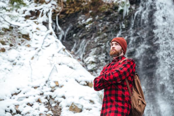 Uomo zaino piedi cascata bell'uomo esterna Foto d'archivio © deandrobot