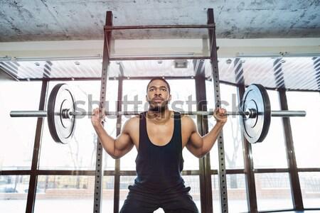 Knap gespierd gewichtheffer gymnasium oefening barbell Stockfoto © deandrobot