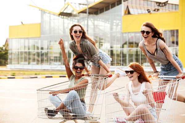 Quattro Crazy ridere ragazze occhiali da sole Foto d'archivio © deandrobot