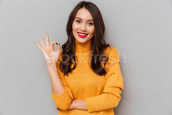 Esmer kadın kazak neden Stok fotoğraf © deandrobot
