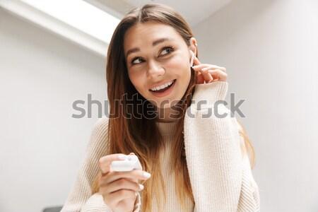 Ritratto soddisfatto bella ragazza mordere Foto d'archivio © deandrobot