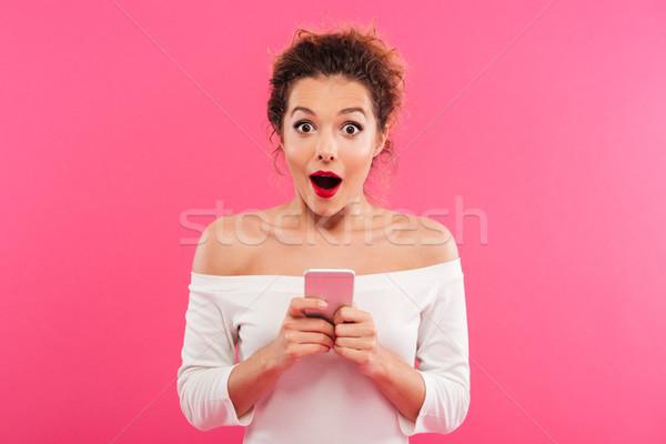 Portret szczęśliwy podniecony dziewczyna telefonu komórkowego Zdjęcia stock © deandrobot