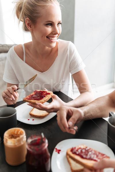 Mosolyog szőke nő beszél lekvár kenyér reggeli Stock fotó © deandrobot