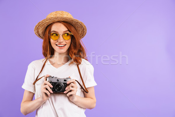 Ritratto bella giovane ragazza paglietta piedi isolato Foto d'archivio © deandrobot
