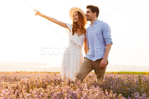 Gelukkig lavendel veld wijzend vinger Stockfoto © deandrobot