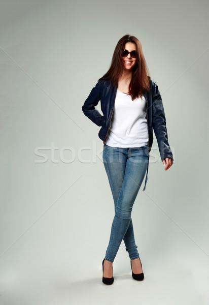 Feliz modelo chaqueta de cuero gafas de sol gris Foto stock © deandrobot