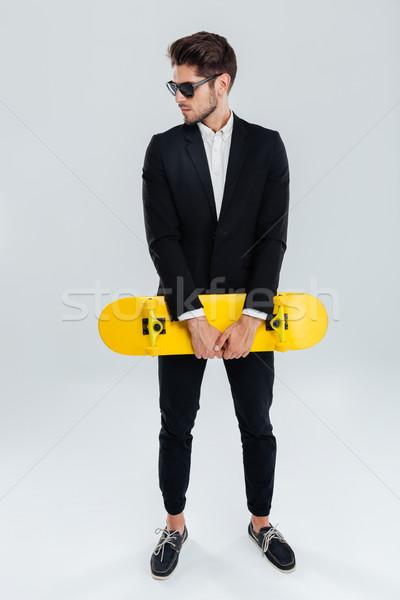 Grave jóvenes empresario amarillo skateboard Foto stock © deandrobot