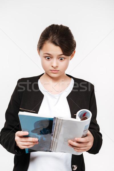Confuso jovem revista imagem isolado Foto stock © deandrobot