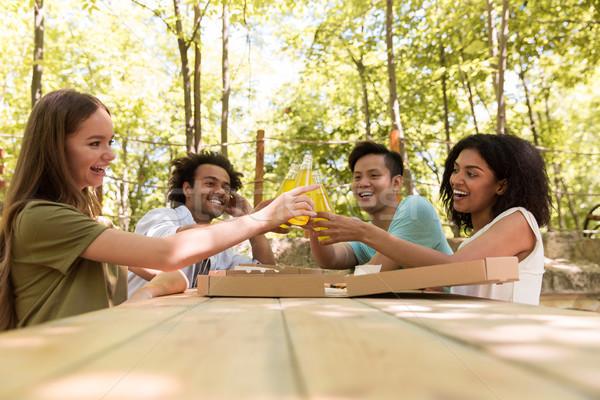 Lächelnd jungen Freunde Studenten Freien Stock foto © deandrobot