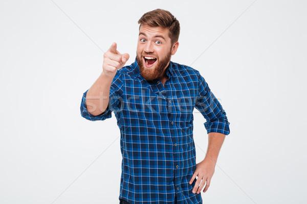 Gelukkig bebaarde man shirt wijzend Stockfoto © deandrobot