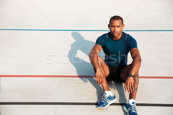 Portré komoly afrikai fitnessz férfi fülhallgató Stock fotó © deandrobot