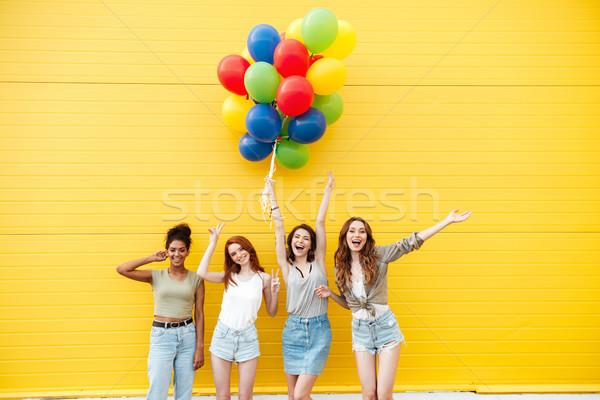Foto stock: Feliz · mujeres · amigos · diversión · globos · Foto