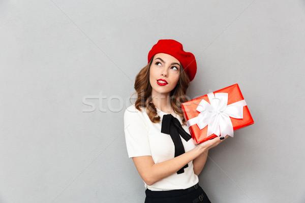 Portret nadenkend schoolmeisje uniform geschenkdoos Stockfoto © deandrobot
