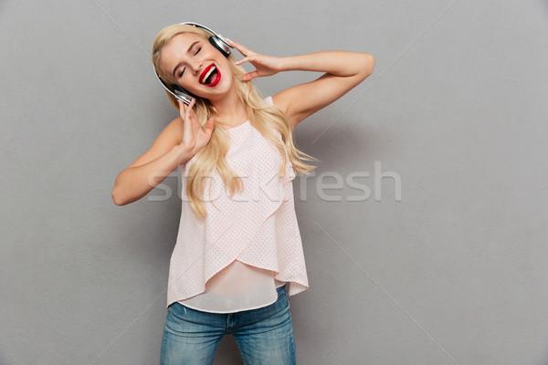 肖像 少女 音楽を聴く イヤホン 歌 ストックフォト © deandrobot