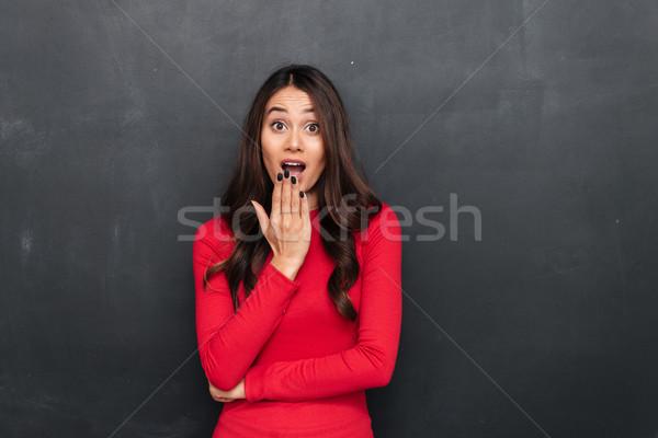 Sorprendido morena mujer rojo blusa Foto stock © deandrobot