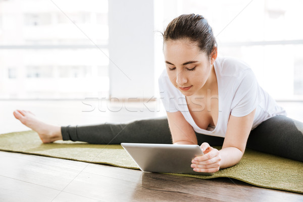 Nő zsinór tabletta jóga stúdió csinos Stock fotó © deandrobot